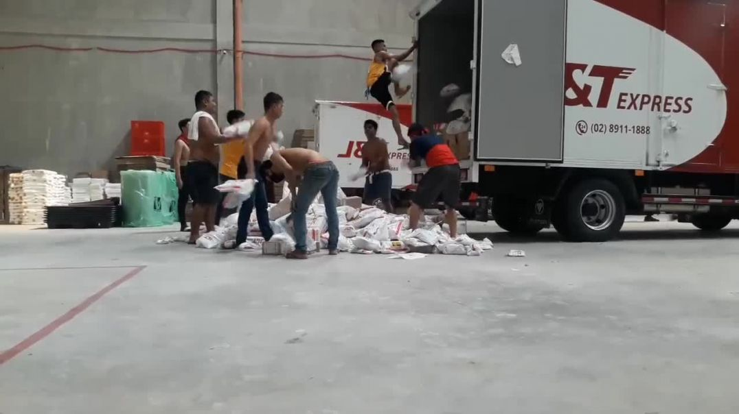 Video of J&T Express Employees 'Package Throwing'
